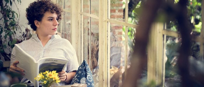 woman-relaxing-while-reading-a-book-PUFABRJ